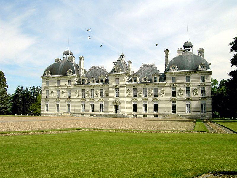 Château_de_Cheverny_Angle_Shot