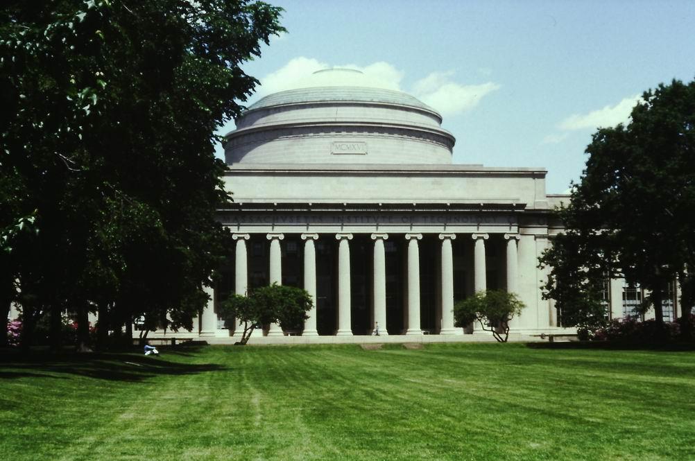 budova 10 s Velkou kopulí (1916), MIT Boston