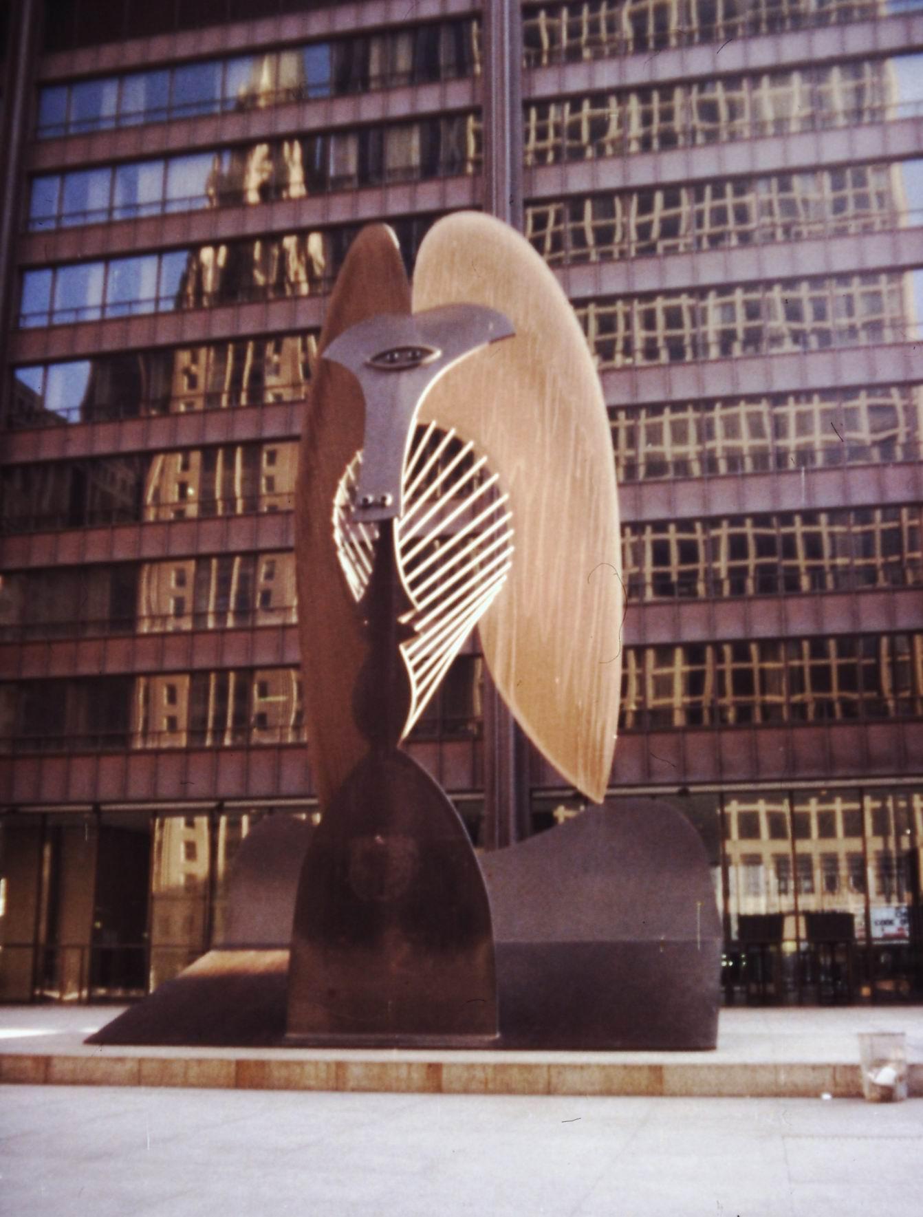 Picassova plastika (1967) před Civic Center v Chicagu
