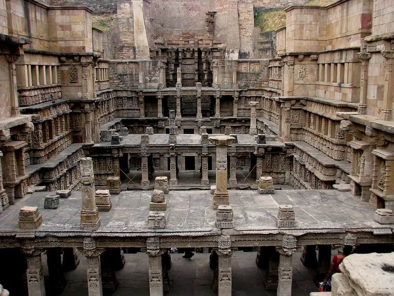 resize-of-1-rani_ki_vav_a_step_well_near_pattan